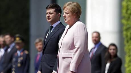 Μέρκελ: Τι αποκάλυψε ο Γιούνκερ για το τρέμουλο της Γερμανίδας καγκελαρίου