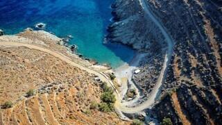 Θρίλερ στη Φολέγανδρο: Νεκρή στη θάλασσα βρέθηκε νεαρή γυναίκα