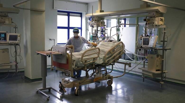 Κορωνοϊός - Μανωλόπουλος: Οι νοσηλείεςθα αφορούν μόνο ανεμβολίαστους 50ρηδες και 60ρηδες