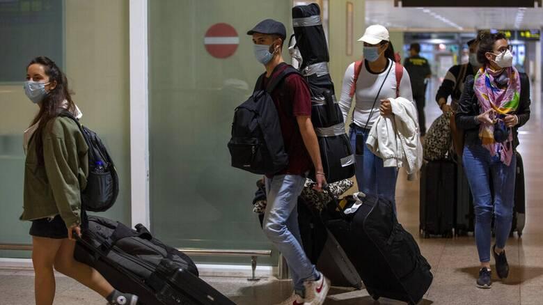 Κορωνοϊός - Ιταλία: «Ελεύθερη πτώση» στις ταξιδιωτικές κρατήσεις για διακοπές