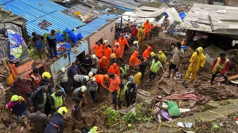 Ισχυρές βροχοπτώσεις στην Ινδία: Δεκάδες νεκροί από πλημμύρες και κατολισθήσεις