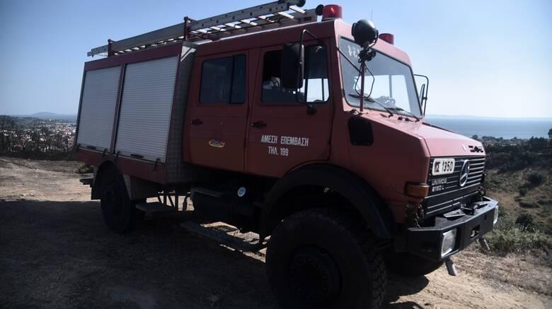 Λάρισα: Φωτιές σε παλαιά Εθνική Λάρισας-Βόλου και σε αποθήκη ζωοτροφών