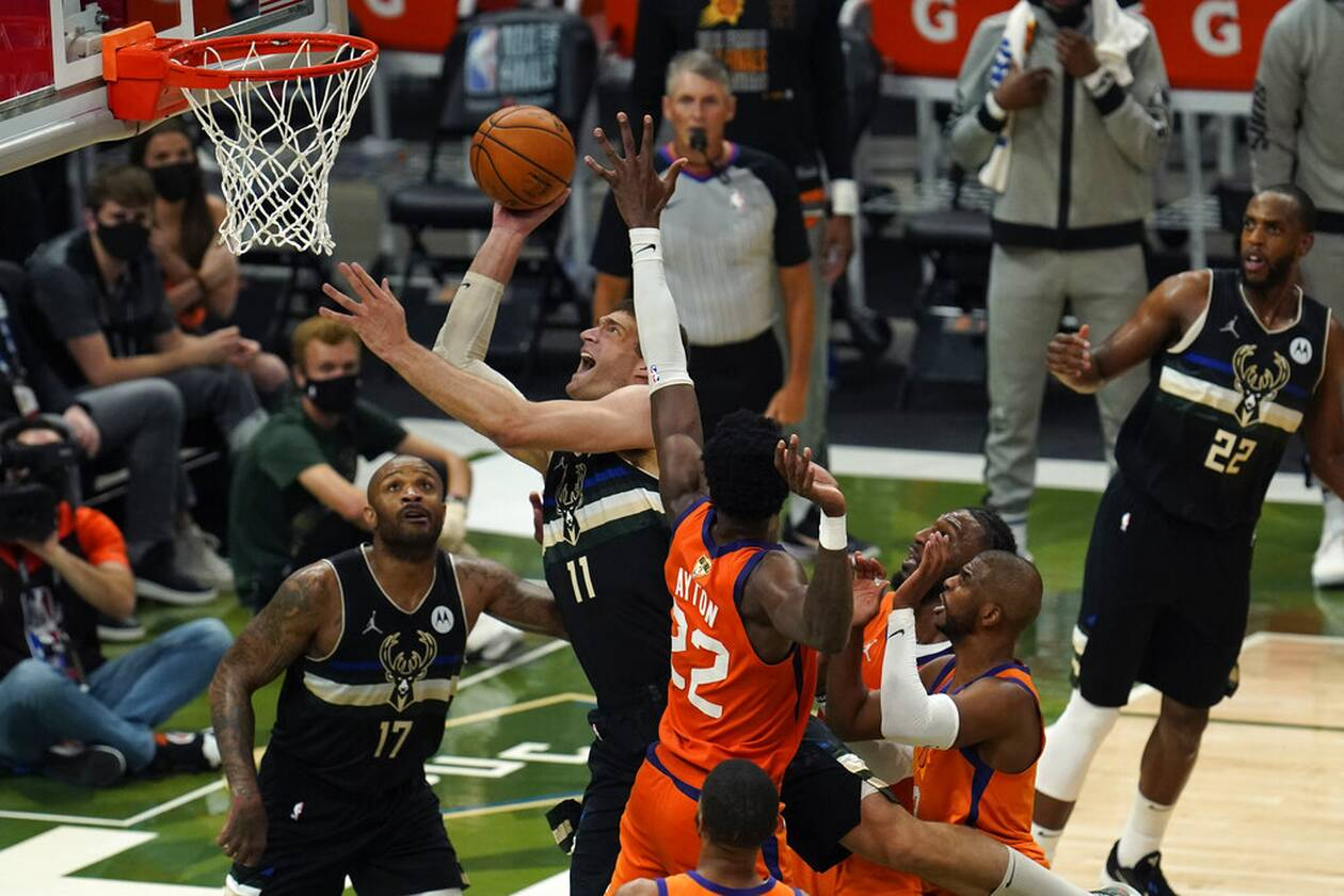 https://cdn.cnngreece.gr/media/news/2021/07/21/274924/photos/snapshot/MPAKS-NBA-TELIKOS-6.jpg