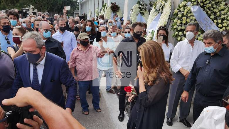 Τόλης Βοσκόπουλος: Οδύνη και σεβασμός στο τελευταίο αντίο στον «Πρίγκιπα» του ελληνικού τραγουδιού