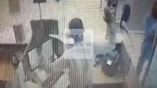 Καρέ καρέ η ένοπλη ληστεία τράπεζας στο κέντρο της Αθήνας, στα χέρια της ΕΛ.ΑΣ. οι δράστες