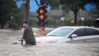 Στους 33 οι νεκροί από τις πλημμύρες στην «πόλη του iPhone» στην Κίνα - Συγκλονίζουν οι μαρτυρίες