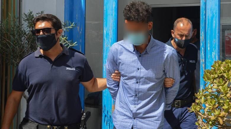 Φολέγανδρος - Ιατροδικαστής: Ο 30χρονος χτύπησε τη Γαρυφαλλιά και την έσυρε στα βράχια