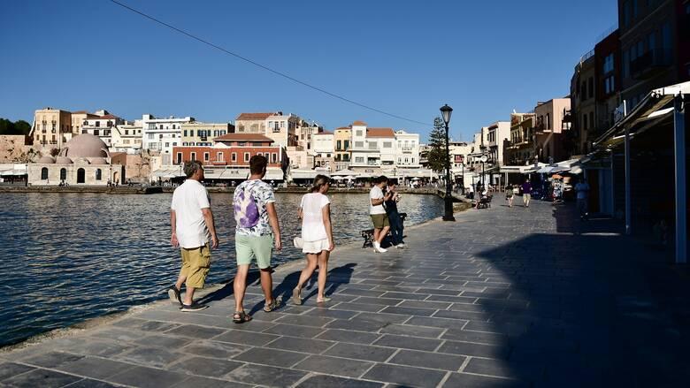 Κορωνοϊός - ECDC: Στο «βαθύ κόκκινο» πλέον η Κρήτη - Ο αναθεωρημένος χάρτης