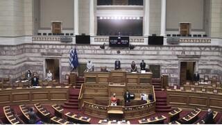 Φωτιά Μάτι: Ενός λεπτού σιγή στη Βουλή στη μνήμη των θυμάτων