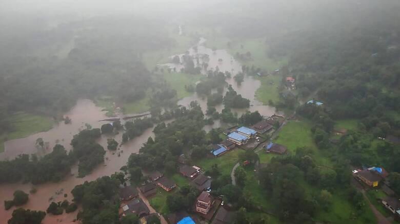 Μουσώνας στην Ινδία: Εκατόμβη από τις πλημμύρες και τις κατολισθήσεις