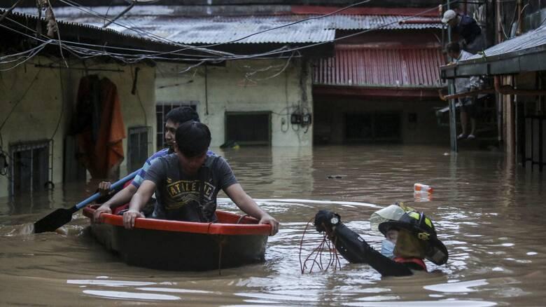 Σφοδρές βροχοπτώσεις στις Φιλιππίνες - Χιλιάδες εκτοπισμένοι από πλημμυρισμένα προάστια