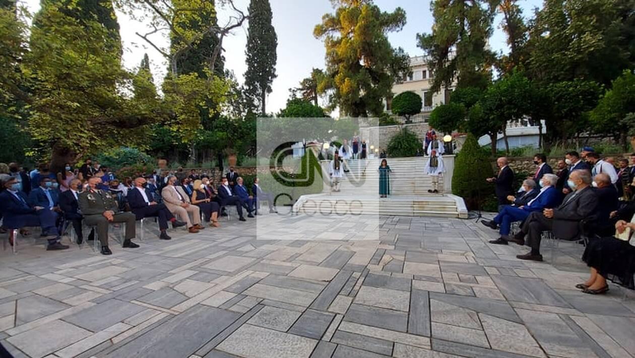 https://cdn.cnngreece.gr/media/news/2021/07/24/275436/photos/snapshot/proedriko-deksiosi-2.jpg