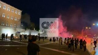 Επεισόδια στη συγκέντρωση αντιεμβολιαστών στο κέντρο της Αθήνας