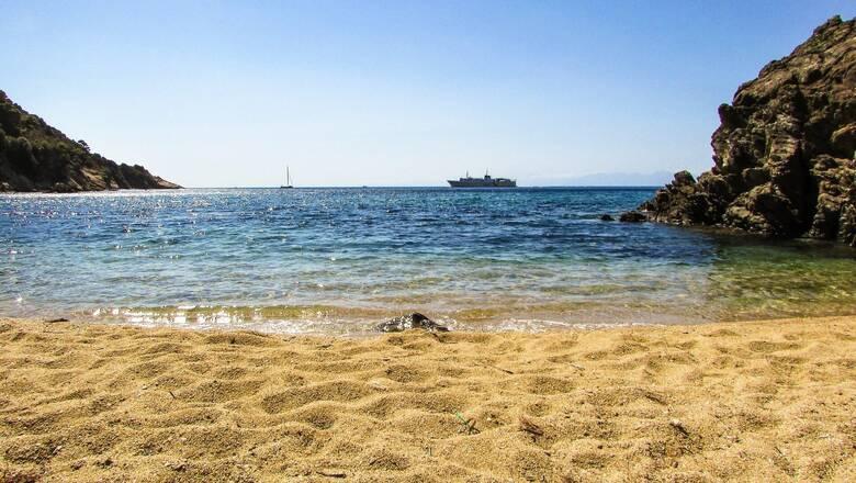 Καιρός: Ενισχύεται το μελτέμι στο Αιγαίο - Πού θα δείξει το θερμόμετρο 37 βαθμούς
