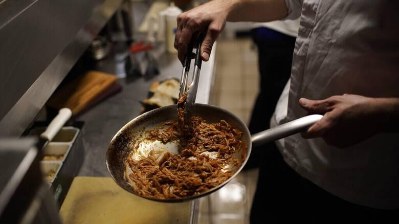 «Κουζίνες φαντάσματα»: Delivery και takeaway κρίνουν το μέλλον της εστίασης