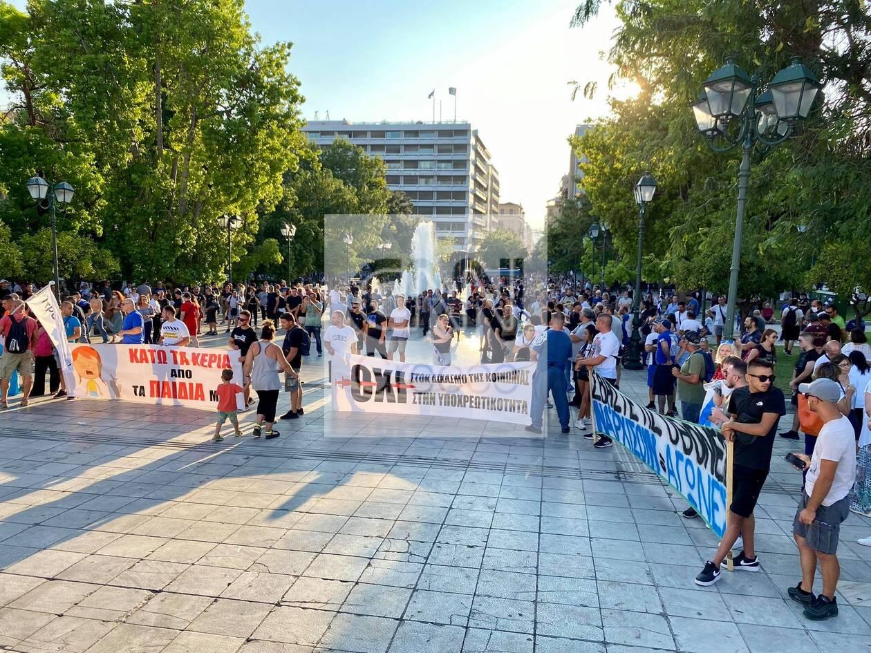 https://cdn.cnngreece.gr/media/news/2021/07/25/275487/photos/snapshot/syntagma-antiemvoliastes-2.jpg