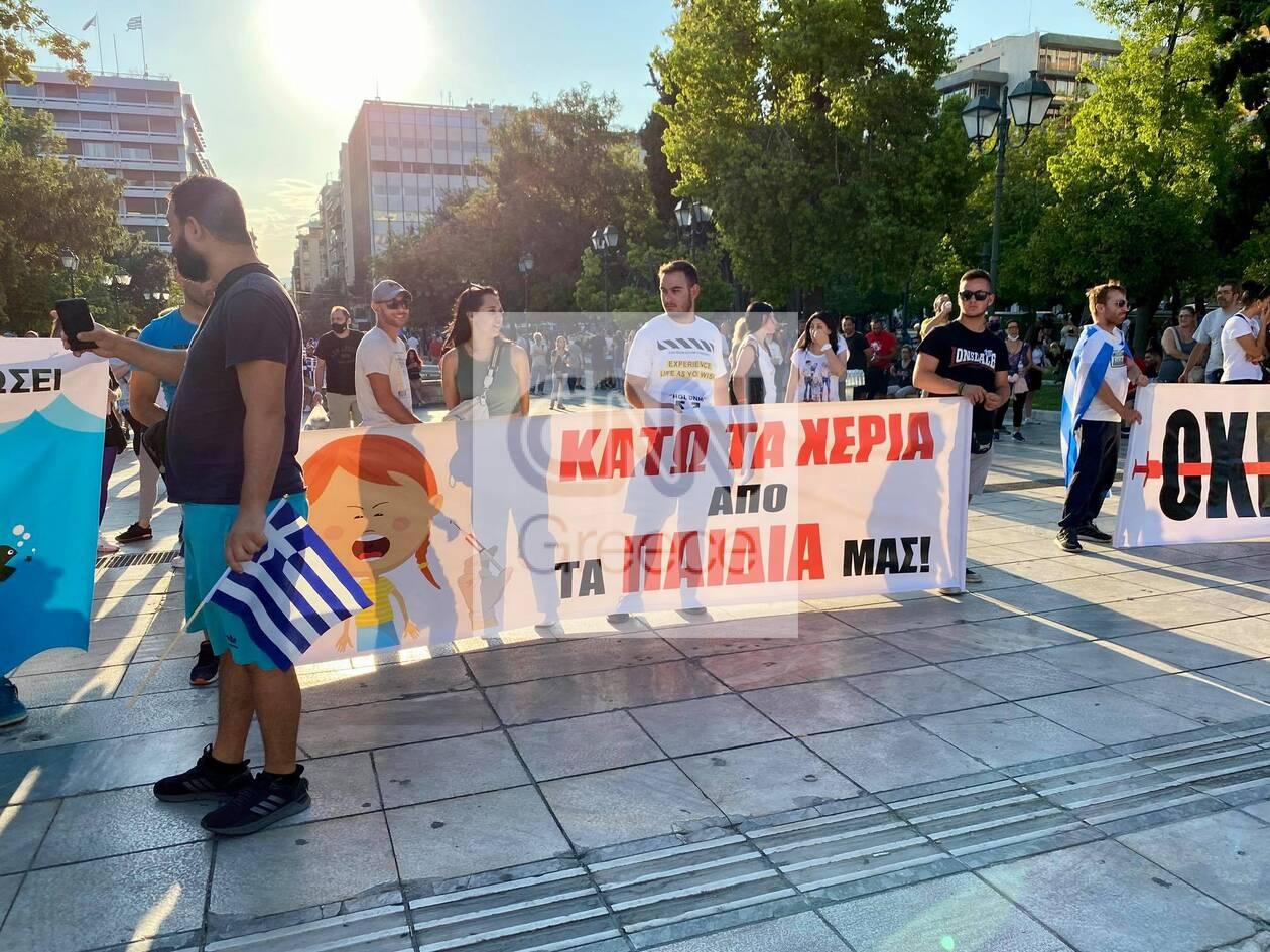https://cdn.cnngreece.gr/media/news/2021/07/25/275487/photos/snapshot/syntagma-antiemvoliastes-3.jpg