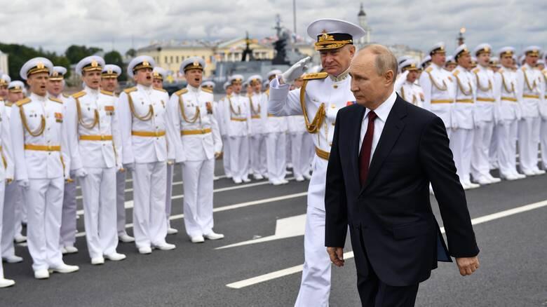 Πούτιν: Ο ρωσικός στόλος είναι ικανός να καταστρέψει «οποιονδήποτε στόχο»