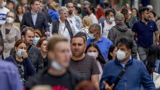 Κορωνοϊός – Γερμανία: Φόβοι για 100.000 κρούσματα ημερησίως, περιορισμοί στους ανεμβολίαστους