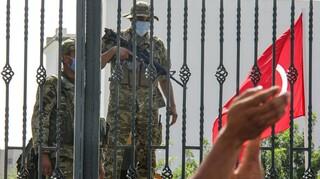 Τυνησία: Για πραξικόπημα κατηγορείται ο πρόεδρος - Επέβαλε απαγόρευση κυκλοφορίας