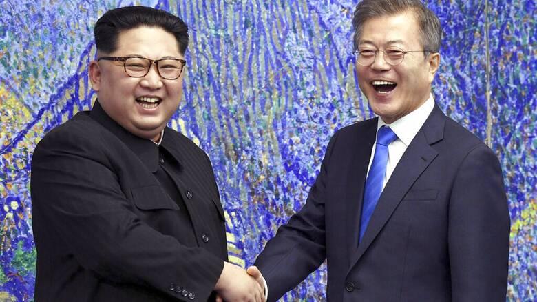Σεούλ: Οι δύο Κορέες συμφώνησαν να επαναφέρουν σε λειτουργία τους διαύλους επικοινωνίας τους