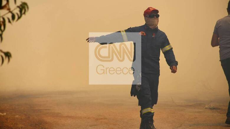 Φωτιά στη Σταμάτα - Νέο σήμα από το 112: «Κλείστε πόρτες, παράθυρα και καμινάδες»