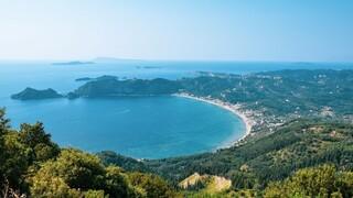 Τιρκουάζ νερά, καταπράσινες ακτές, γραφικά νησιά για όλους: Το Ιόνιο γίνεται φέτος must προορισμός