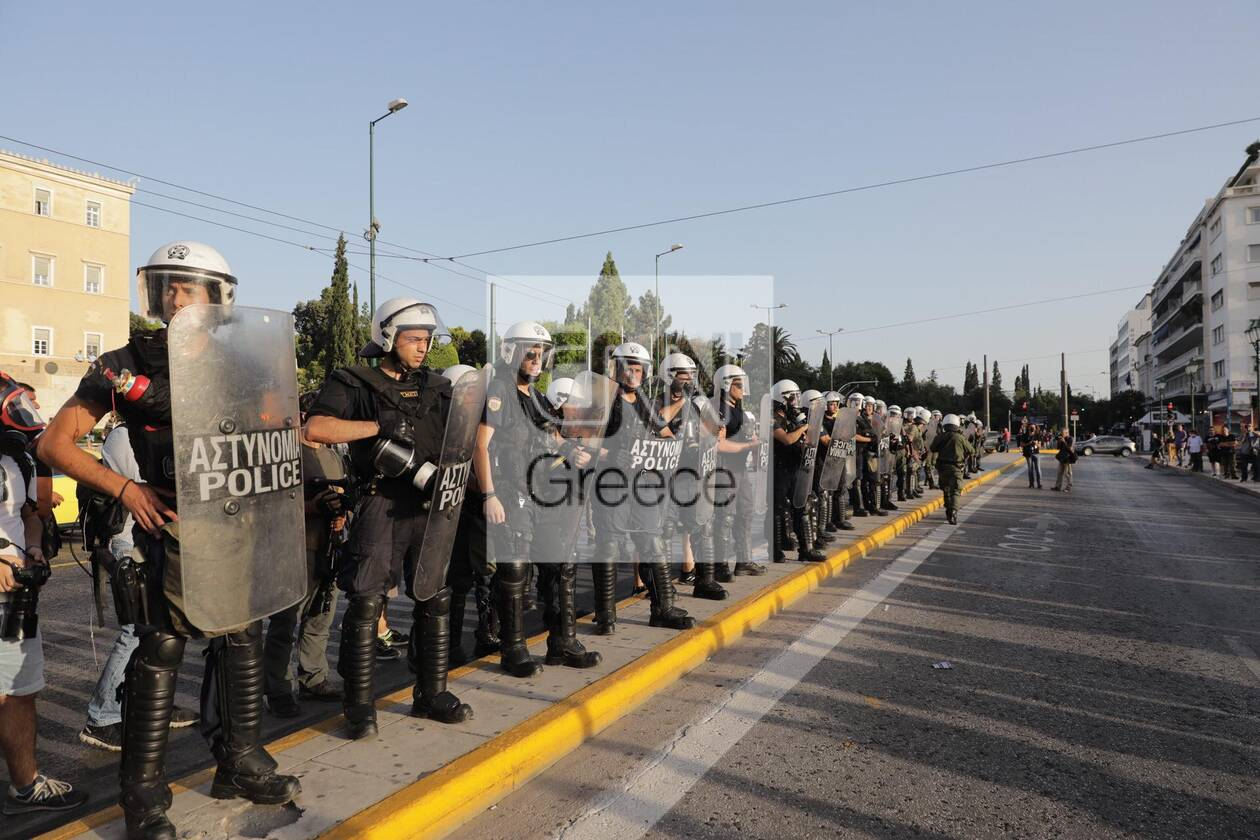 https://cdn.cnngreece.gr/media/news/2021/07/28/275962/photos/snapshot/syntagma-8.jpg