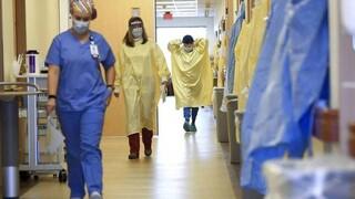 Κορωνοϊός: Η μετάλλαξη Δέλτα πιέζει το ΕΣΥ - Συναγερμός για τις εισαγωγές στα νοσοκομεία