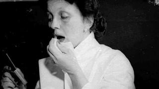 Η συναρπαστική ιστορία της γυναίκας που εφηύρε το πρώτο κραγιόν μακράς διάρκειας