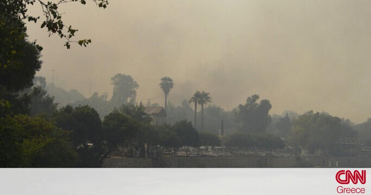 Φωτιά στην Αχαΐα: Κάηκαν πάνω από 20 σπίτια στη Ζήρια – Εκκενώθηκαν οικισμοί