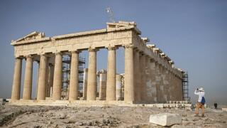 Καύσωνας - «Σαχάρα» η Αθήνα - Στους 55 βαθμούς η θερμοκρασία εδάφους σε Ακρόπολη και Ομόνοια