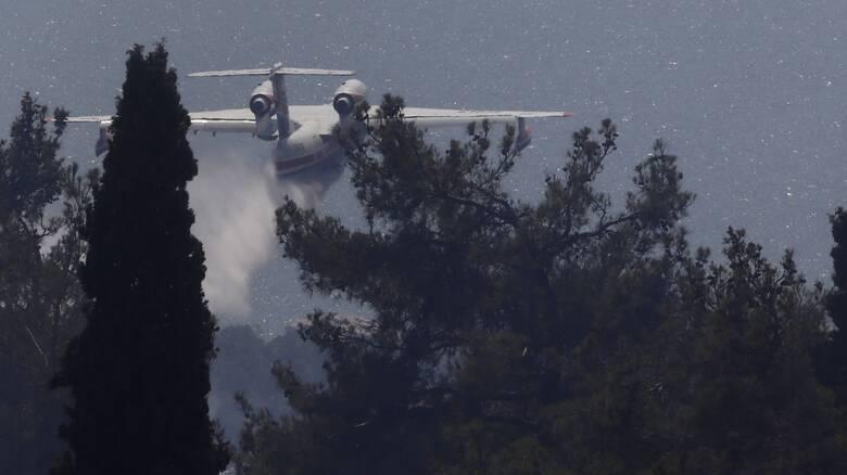 Μάχη με τις φλόγες στη Ρόδο - Χωρίς ρεύμα και νερό μεγάλο τμήμα του νησιού