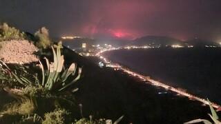 Στις φλόγες η Ρόδος: Συνεχίζεται να μαίνεται η φωτιά - Ενισχύθηκαν οι δυνάμεις