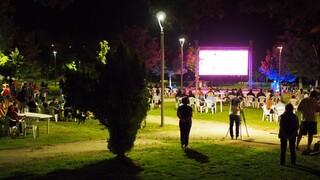 Γρεβενά: Σε πάρκο παρακολούθησαν τον Τεντόγλου - Φωταγωγημένο το δημαρχείο για τρεις μέρες