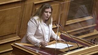 Οργή στον ΣΥΡΙΖΑ: Ζητούν αποπομπή της Συρεγγέλλα μετά τη δήλωση για τις γυναικοκτονίες