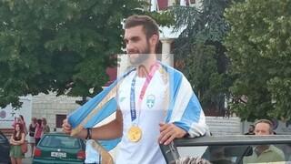 Ολυμπιακοί Αγώνες: Στα Ιωάννινα ο «χρυσός» Στέφανος Ντούσκος - Αποθέωση για τον Έλληνα κωπηλάτη
