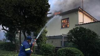 Φωτιά στη Βαρυμπόμπη: Αγωνιώδεις προσπάθειες για εγκλωβισμένους