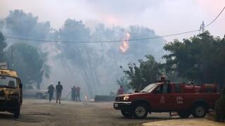 Πυρκαγιά Βαρυμπόμπη: Νέο μήνυμα του 112 σε κατοίκους κοντά στη φωτιά να σφραγίσουν τα σπίτια τους