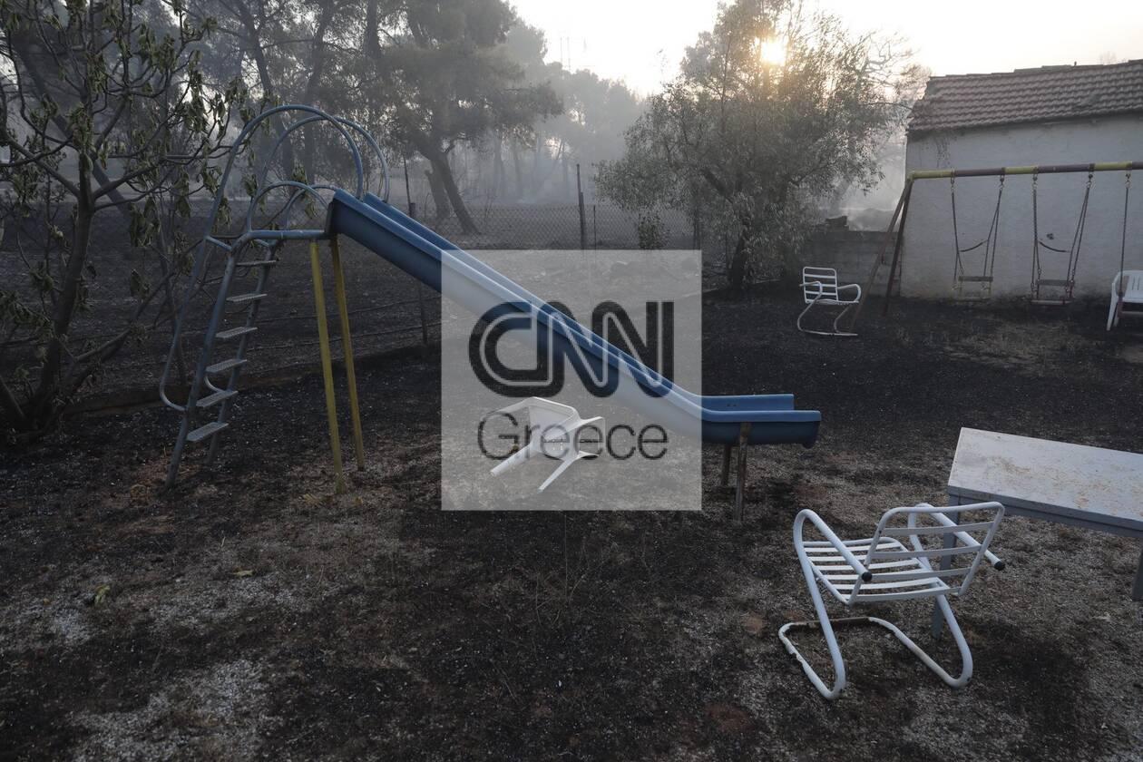 https://cdn.cnngreece.gr/media/news/2021/08/04/276710/photos/snapshot/fotia-attiki-1.jpg
