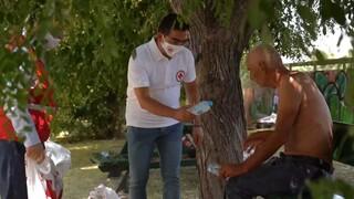 Ο Ελληνικός Ερυθρός Σταυρός κοντά στους άστεγους στην κορύφωση του καύσωνα