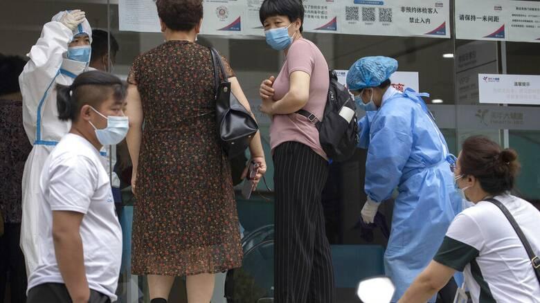 Κίνα - Κορωνοϊός: Ρεκόρ εγχώριων κρουσμάτων από τα τέλη Ιανουαρίου