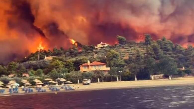 Φωτιά Εύβοια: Οι φλόγες μπήκαν στις Ροβιές, ακούγονται εκρήξεις -  Απομακρύνθηκαν με πλοία οι πολίτες - CNN.gr
