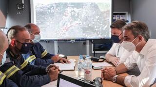 Πυρκαγιές: Στο ενιαίο συντονιστικό κέντρο στο Χαλάνδρι ο Μητσοτάκης