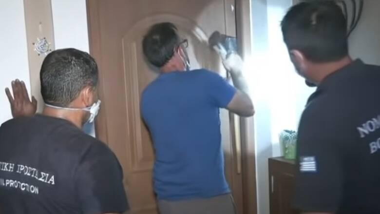 Φωτιά στην Εύβοια: Σπάνε πόρτες για τυχόν εγκλωβισμένους