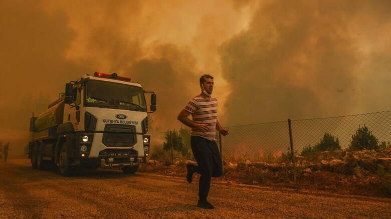 Φωτιά στην Τουρκία: Η φωτιά στα όρια θερμοηλεκτρικού σταθμού