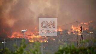 Φωτιά Βαρυμπόμπη: Στις φλόγες σπίτια στη Δροσοπηγή - Εκκενώνονται Κρυονέρι, Ιπποκράτειος Πολιτεία