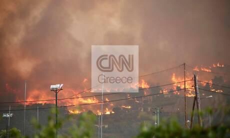 Φωτιά Βαρυμπόμπη: Αποκαρδιωτικές εικόνες από το πύρινο μέτωπο
