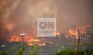 Φωτιά Βαρυμπόμπη: Αποκαρδιοτικές εικόνες από το πύρινο μέτωπο