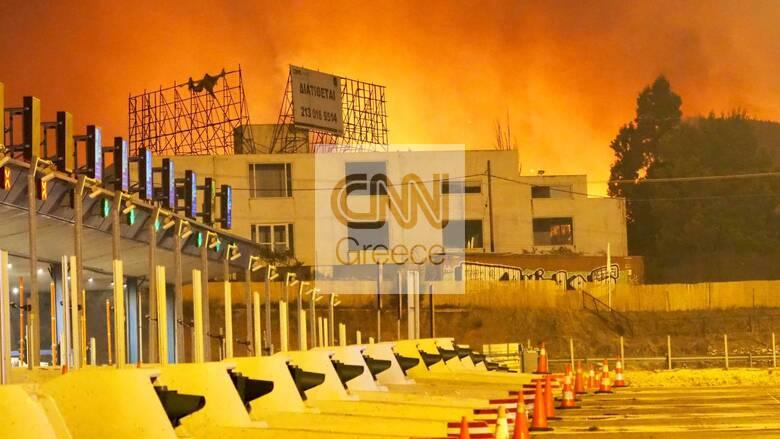 Φωτιά Βαρυμπόμπη: Πέρασε την Εθνική οδό στις Αφίδνες - Καίγονται σπίτια σε Ιπποκράτειο Πολιτεία